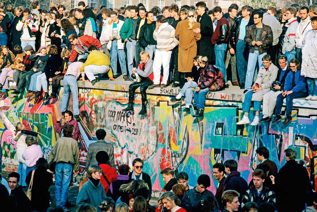 adidasoriginals-berlinwall-group-wall